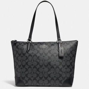 ||Coach|| Zip TopTote In Signature Canvas Bag